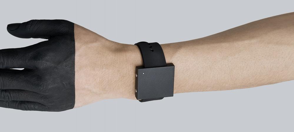 03-Basslet-wrist